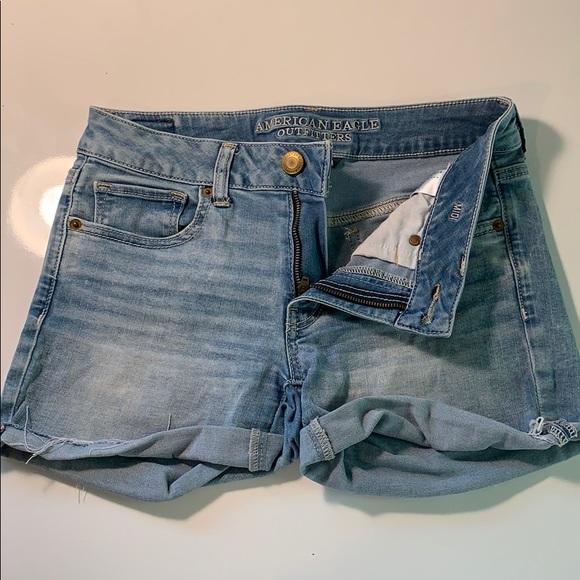 Super super stretch light wash denim shorts